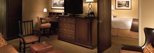 Our King Deluxe Parlor Suite – Non-Smoking